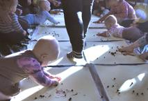 Vauvojen värileikkejä