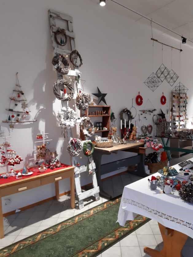 Pieni joulukauppa Puistokadulla